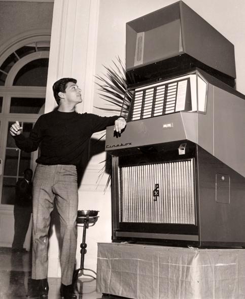 Frankie Avalon testimonial del Cinebox al Festival di Sanremo del 1964
