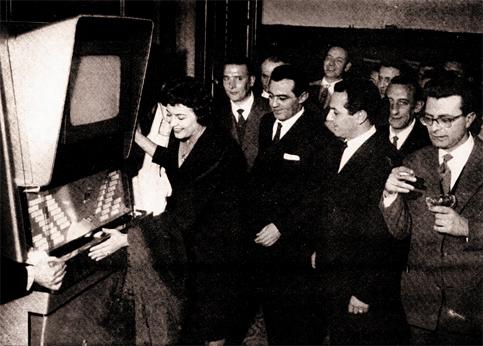 Nilla Pizzi madrina alla presentazione ufficiale del Cinebox, aprile 1959, Circolo della Stampa Romana